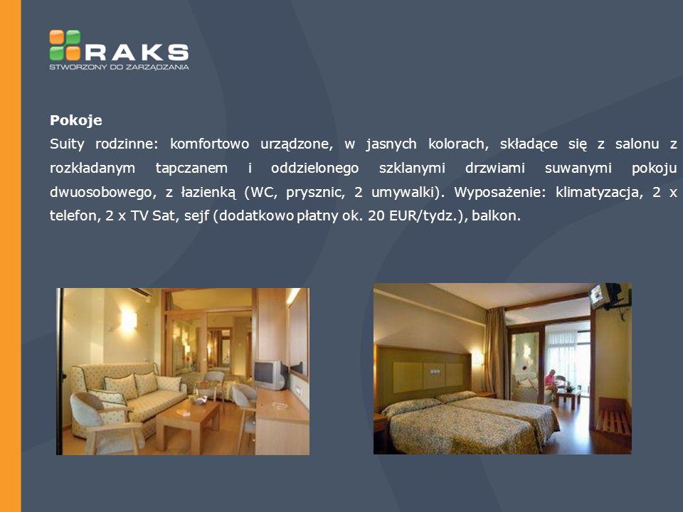 Pokoje Suity rodzinne: komfortowo urządzone, w jasnych kolorach, składące się z salonu z rozkładanym tapczanem i oddzielonego szklanymi drzwiami suwanymi pokoju dwuosobowego, z łazienką (WC, prysznic, 2 umywalki).