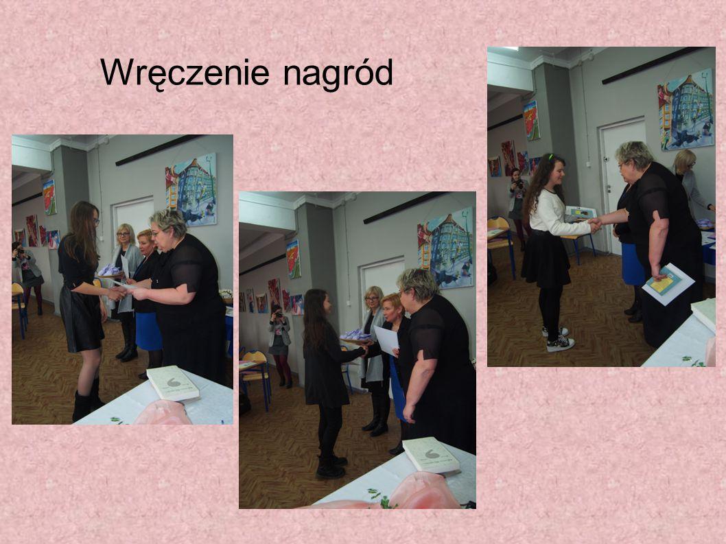 Laureaci konkursu, a wśród nich Wiktoria Koryciak, która zdobyła wyróżnienie.