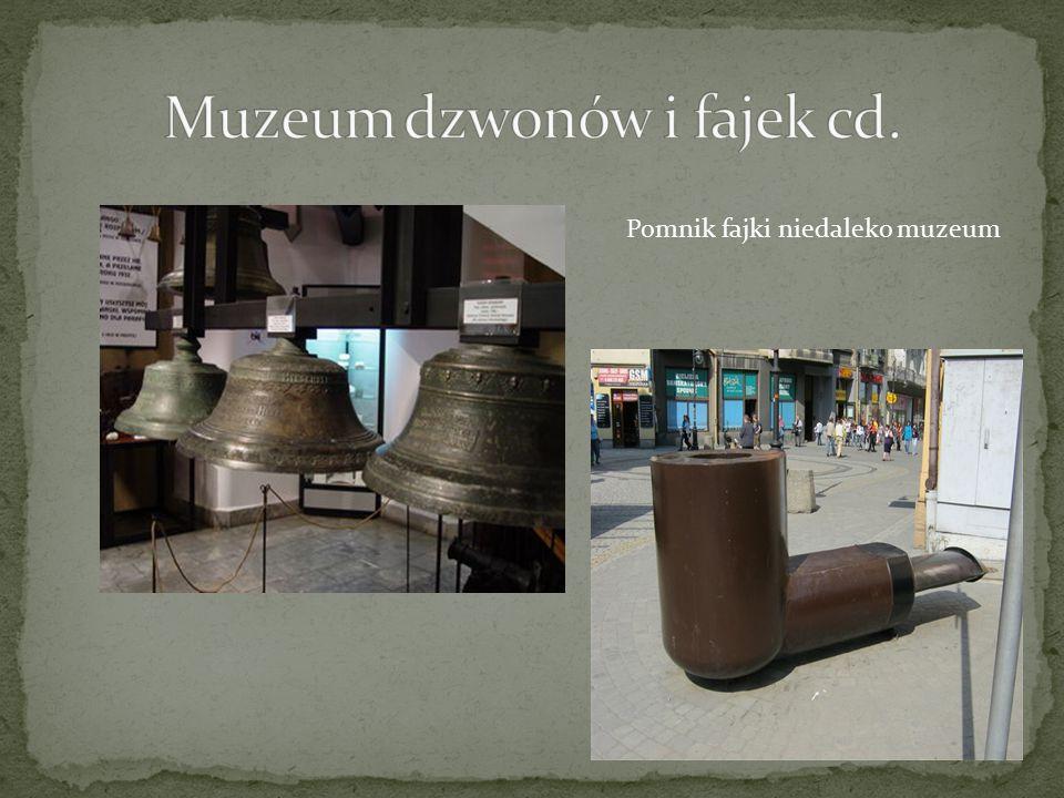 Muzeum Dzwonów i Fajek mieści się w Wieży Zegarowej usytuowanej w centrum przemyskiej starówki. Wieża jest budowlą późnobarokowa, o wysokości 38 metró