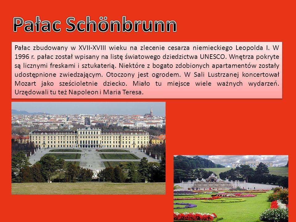 Pałac zbudowany w XVII-XVIII wieku na zlecenie cesarza niemieckiego Leopolda I. W 1996 r. pałac został wpisany na listę światowego dziedzictwa UNESCO.