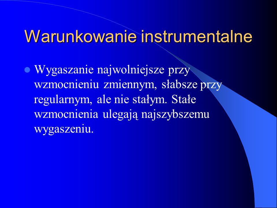 Warunkowanie instrumentalne Wygaszanie najwolniejsze przy wzmocnieniu zmiennym, słabsze przy regularnym, ale nie stałym.