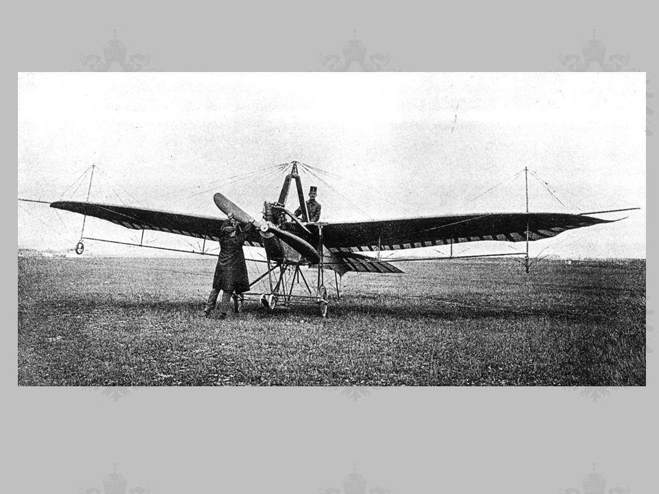 LATA 1912 - 1913 POWSTAJE LOTNISKO w Krakowie Polowa Odznaka Pilota Organizuje się Flugpark 7, powstaje ceglano-drewniany hangar, remiza konnych pojazdów transportowych, dom oficerski.