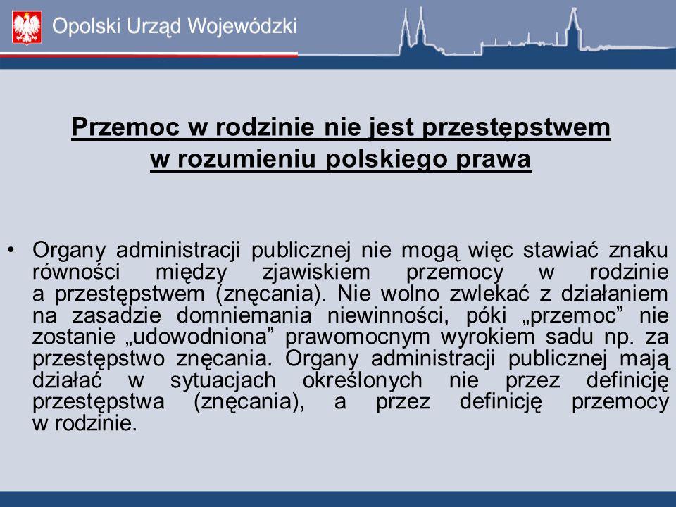 Przemoc w rodzinie nie jest przestępstwem w rozumieniu polskiego prawa Organy administracji publicznej nie mogą więc stawiać znaku równości między zjawiskiem przemocy w rodzinie a przestępstwem (znęcania).