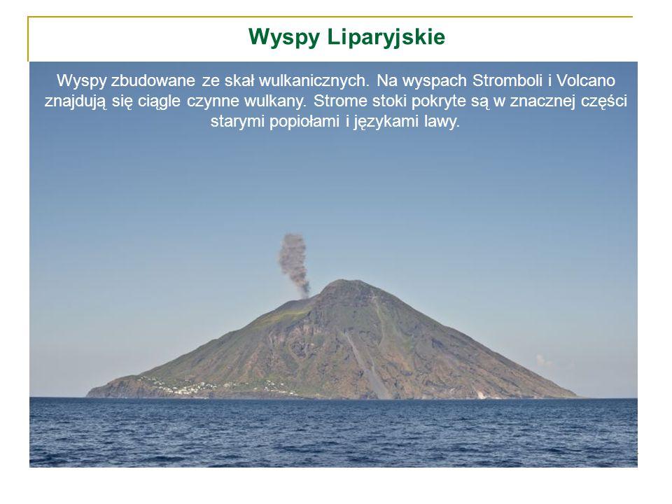 Wyspy Liparyjskie Wyspy zbudowane ze skał wulkanicznych. Na wyspach Stromboli i Volcano znajdują się ciągle czynne wulkany. Strome stoki pokryte są w