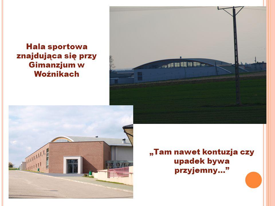 """Hala sportowa znajdująca się przy Gimanzjum w Woźnikach """"Tam nawet kontuzja czy upadek bywa przyjemny…"""