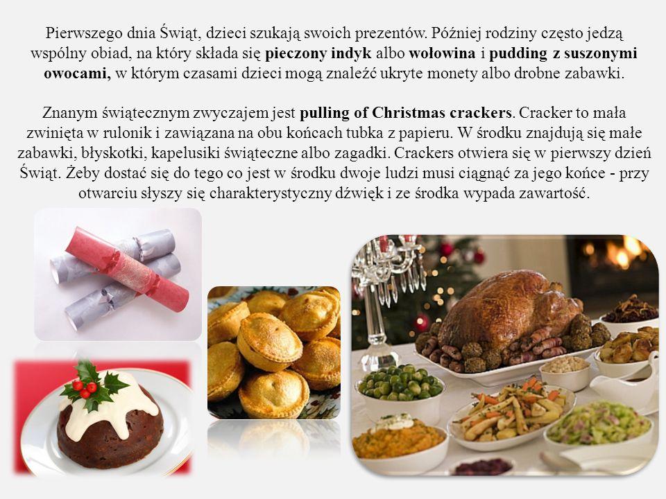 Pierwszego dnia Świąt, dzieci szukają swoich prezentów. Później rodziny często jedzą wspólny obiad, na który składa się pieczony indyk albo wołowina i