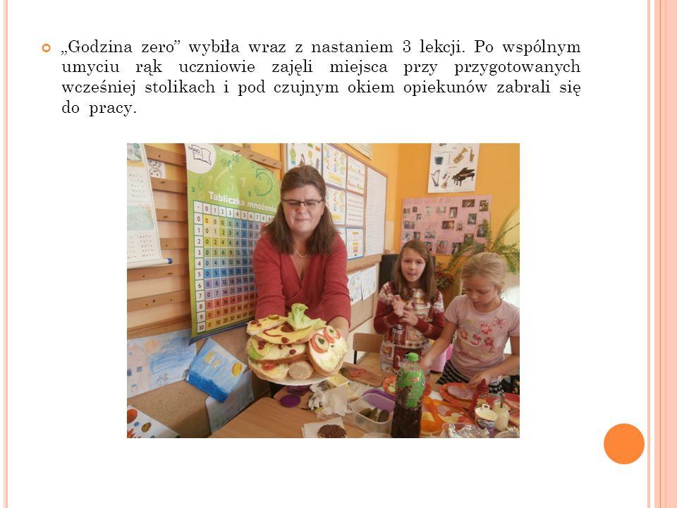 """""""Godzina zero"""" wybiła wraz z nastaniem 3 lekcji. Po wspólnym umyciu rąk uczniowie zajęli miejsca przy przygotowanych wcześniej stolikach i pod czujnym"""