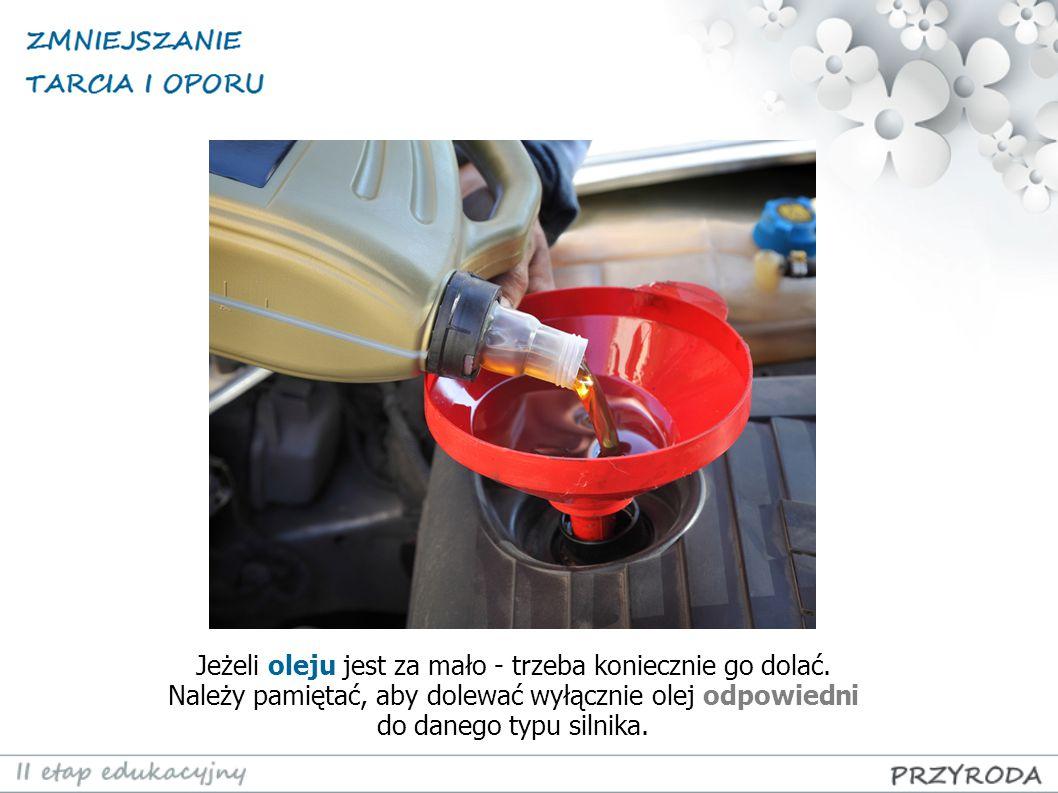 Jeżeli oleju jest za mało - trzeba koniecznie go dolać. Należy pamiętać, aby dolewać wyłącznie olej odpowiedni do danego typu silnika.