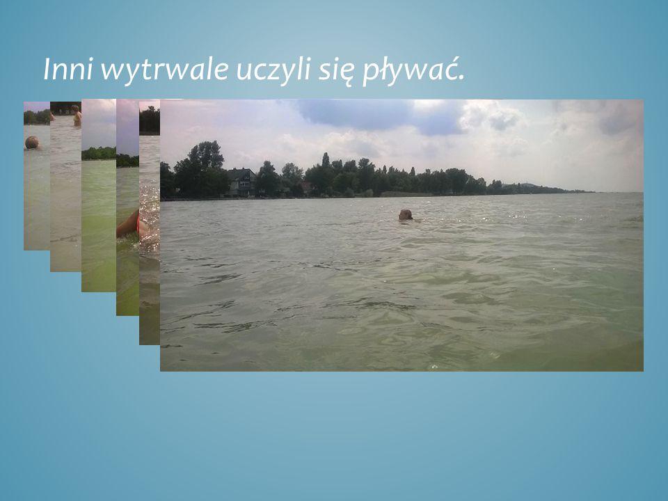 Inni wytrwale uczyli się pływać.