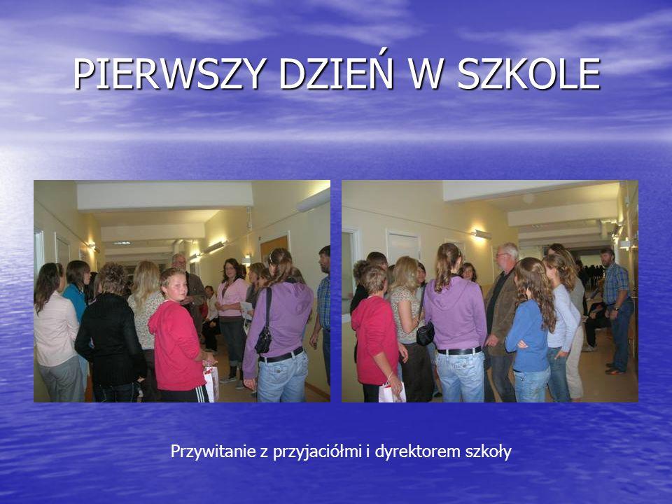 PIERWSZY DZIEŃ W SZKOLE Przywitanie z przyjaciółmi i dyrektorem szkoły