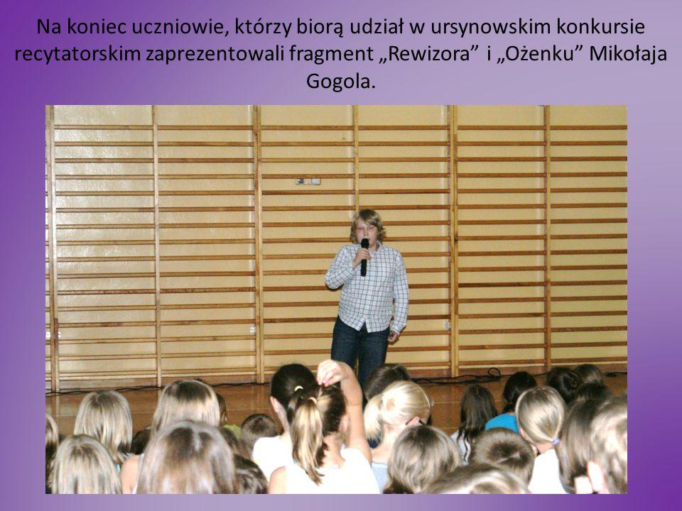 """Na koniec uczniowie, którzy biorą udział w ursynowskim konkursie recytatorskim zaprezentowali fragment """"Rewizora"""" i """"Ożenku"""" Mikołaja Gogola."""