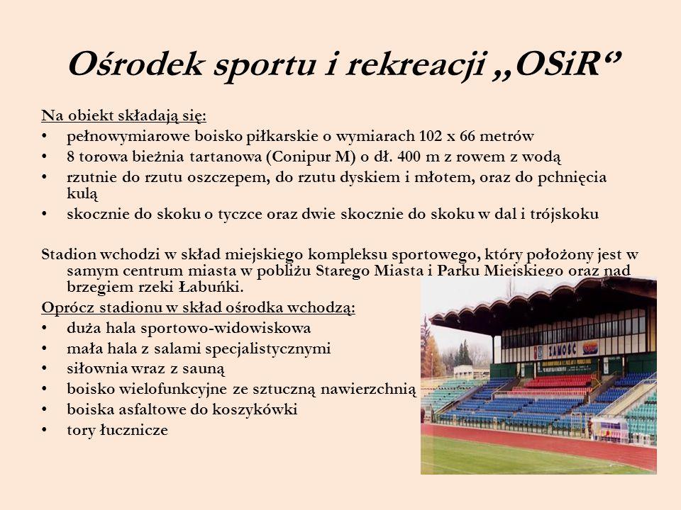 Ośrodek sportu i rekreacji,,OSiR'' Na obiekt składają się: pełnowymiarowe boisko piłkarskie o wymiarach 102 x 66 metrów 8 torowa bieżnia tartanowa (Co