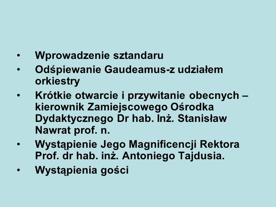 Wprowadzenie sztandaru Odśpiewanie Gaudeamus-z udziałem orkiestry Krótkie otwarcie i przywitanie obecnych – kierownik Zamiejscowego Ośrodka Dydaktyczn