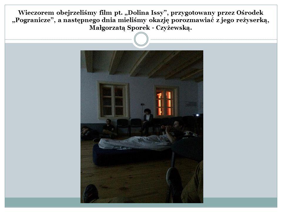 """Wieczorem obejrzeliśmy film pt. """"Dolina Issy"""", przygotowany przez Ośrodek """"Pogranicze"""", a następnego dnia mieliśmy okazję porozmawiać z jego reżyserką"""