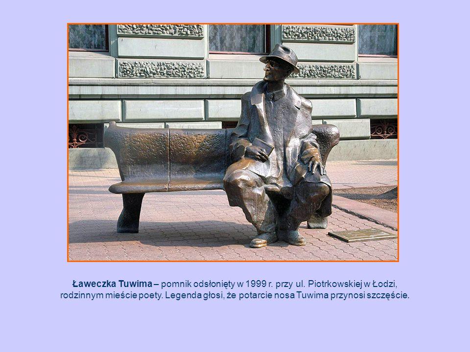 Ławeczka Tuwima – pomnik odsłonięty w 1999 r. przy ul. Piotrkowskiej w Łodzi, rodzinnym mieście poety. Legenda głosi, że potarcie nosa Tuwima przynosi