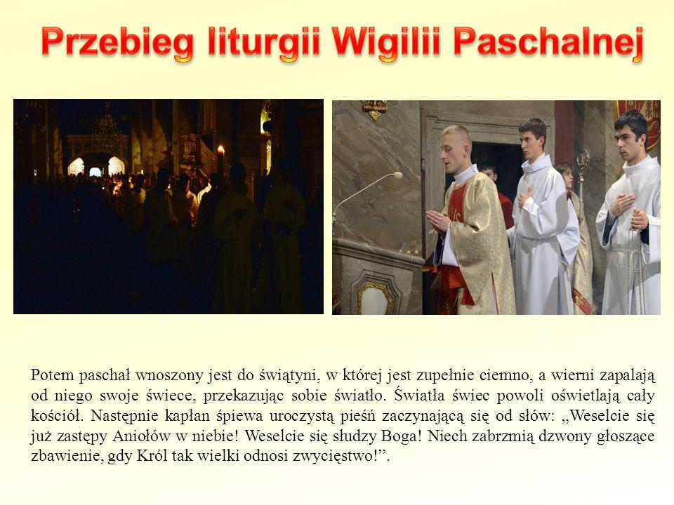 Potem paschał wnoszony jest do świątyni, w której jest zupełnie ciemno, a wierni zapalają od niego swoje świece, przekazując sobie światło. Światła św
