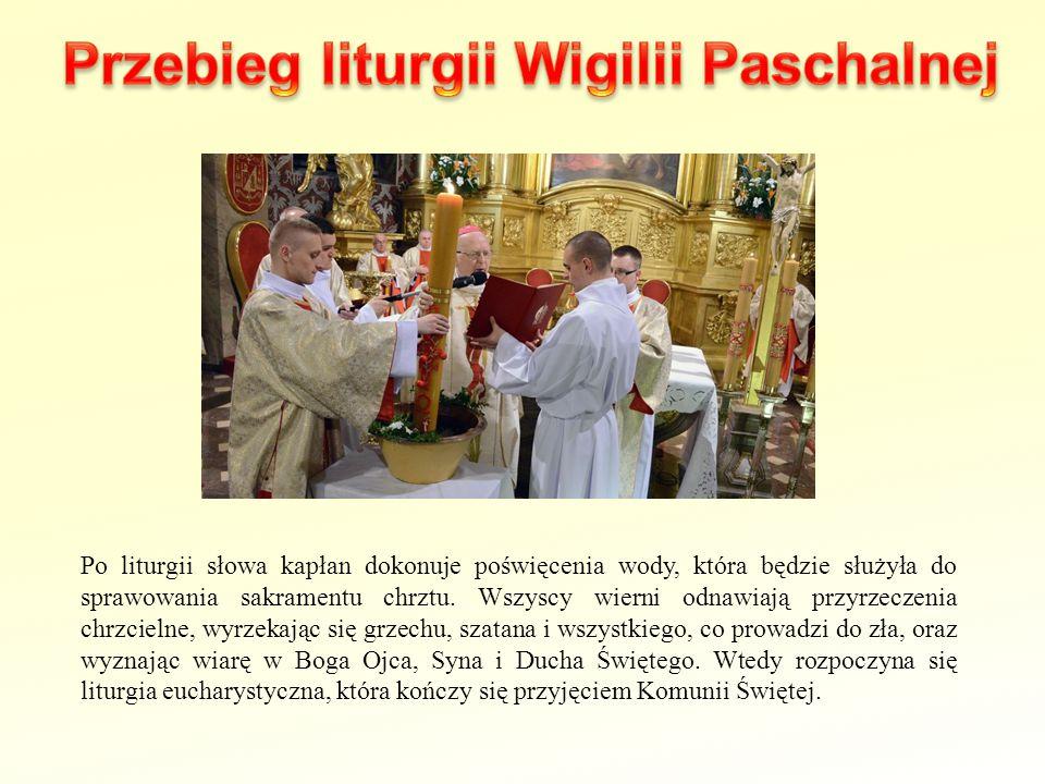 Po liturgii słowa kapłan dokonuje poświęcenia wody, która będzie służyła do sprawowania sakramentu chrztu. Wszyscy wierni odnawiają przyrzeczenia chrz