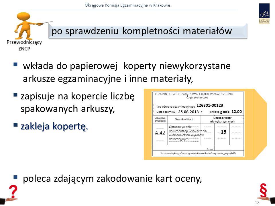 Okręgowa Komisja Egzaminacyjna w Krakowie  wkłada do papierowej koperty niewykorzystane arkusze egzaminacyjne i inne materiały,  zapisuje na koperci