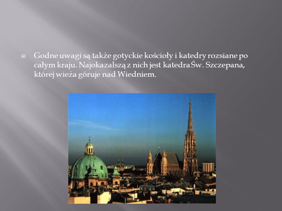  Godne uwagi są także gotyckie kościoły i katedry rozsiane po całym kraju. Najokazalszą z nich jest katedra Św. Szczepana, której wieża góruje nad Wi