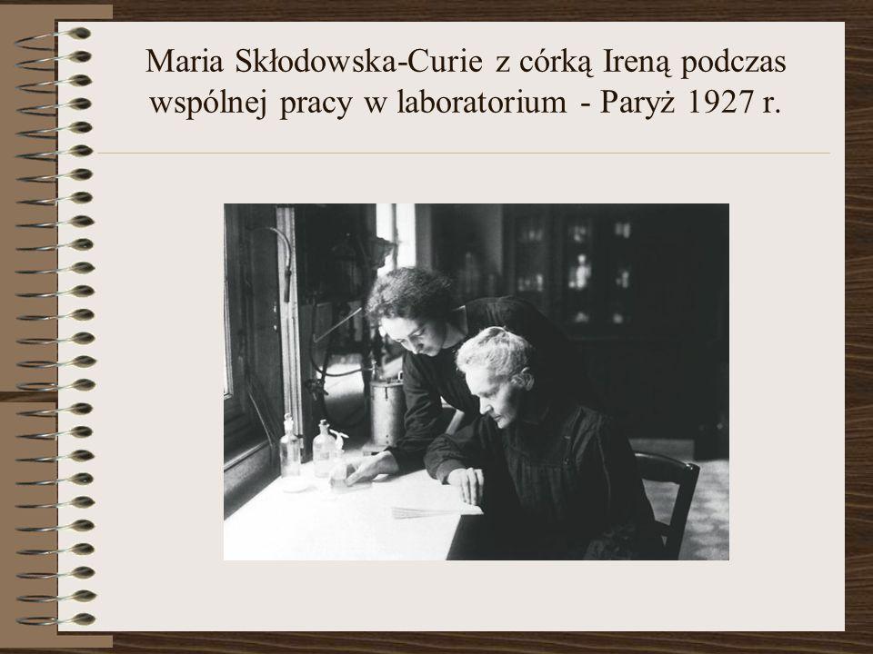 Maria Skłodowska-Curie z córką Ireną podczas wspólnej pracy w laboratorium - Paryż 1927 r.