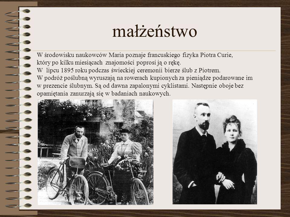 małżeństwo W środowisku naukowców Maria poznaje francuskiego fizyka Piotra Curie, który po kilku miesiącach znajomości poprosi ją o rękę. W lipcu 1895