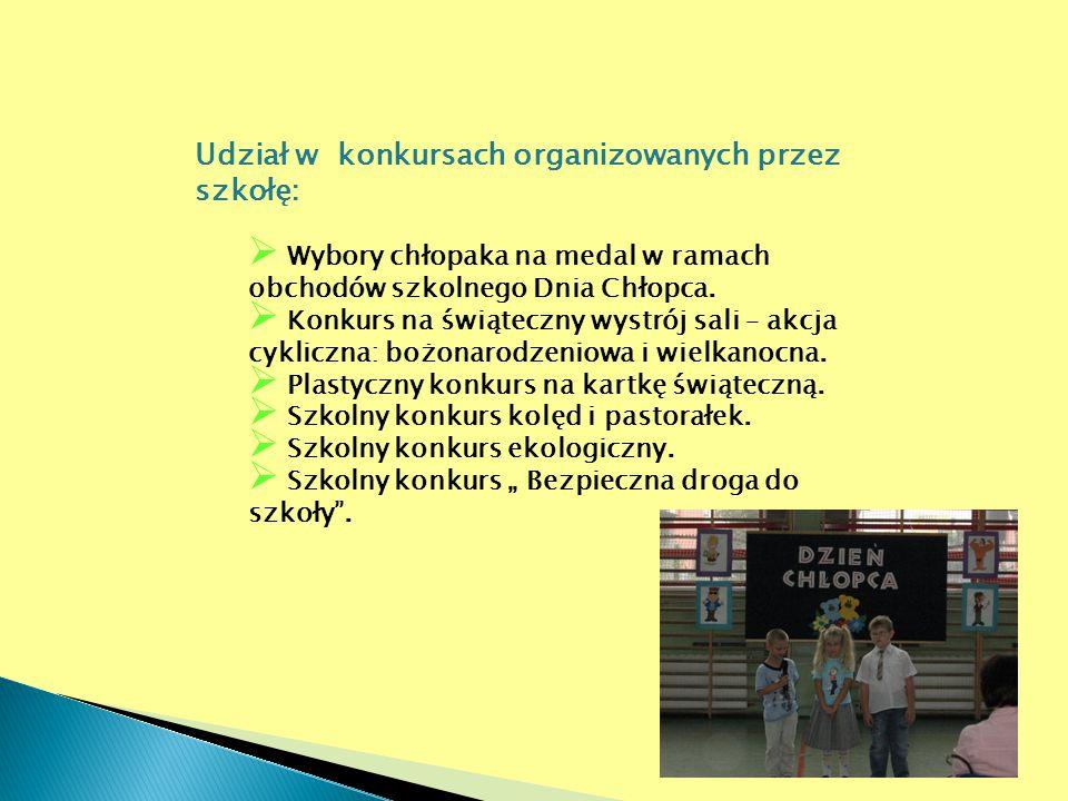 Udział w konkursach organizowanych przez szkołę:  Wybory chłopaka na medal w ramach obchodów szkolnego Dnia Chłopca.  Konkurs na świąteczny wystrój