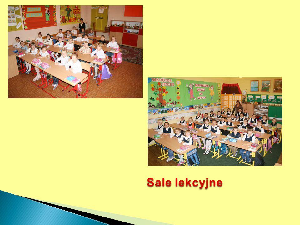 """Występy na Letnim Przeglądzie Teatralnym """"Złota Maska , organizowanym w szkole wśród klas I etapu edukacyjnego."""