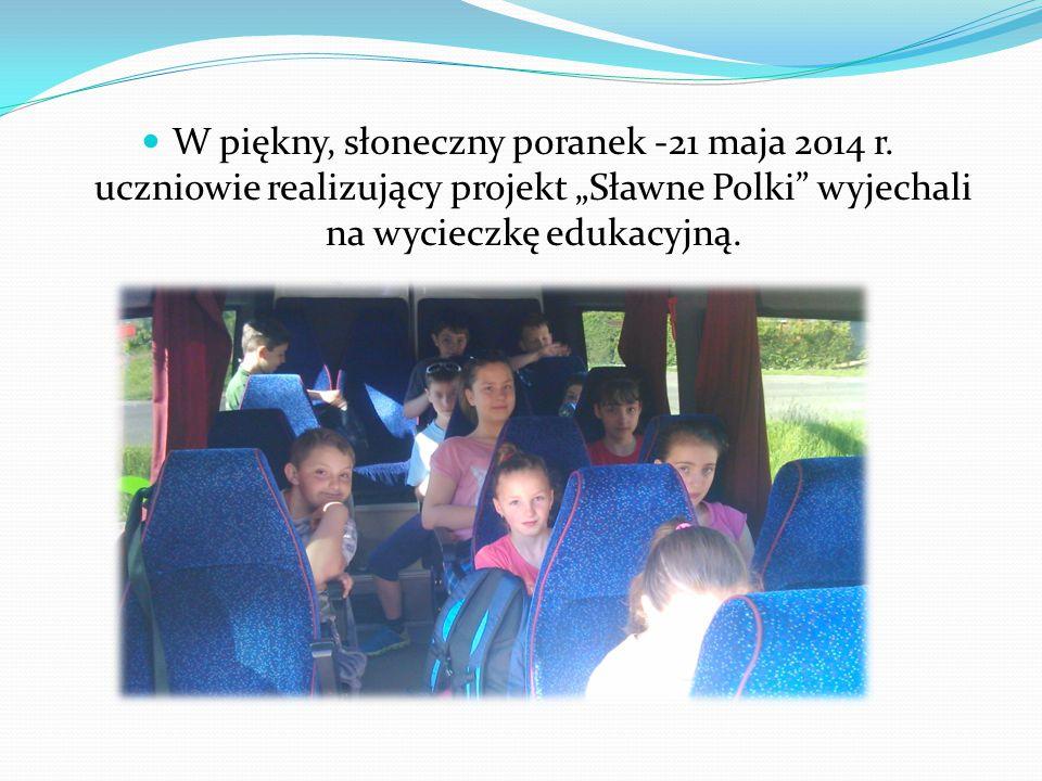 """W piękny, słoneczny poranek -21 maja 2014 r. uczniowie realizujący projekt """"Sławne Polki"""" wyjechali na wycieczkę edukacyjną."""