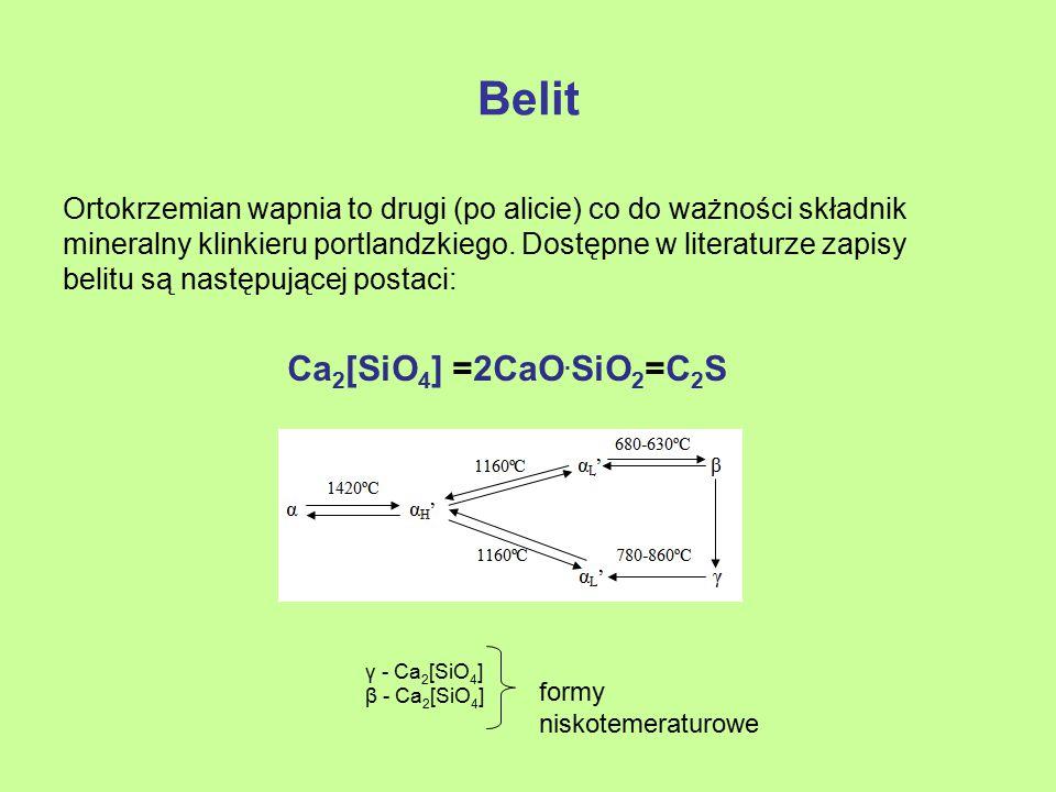 Inne fazy występujące w klinkierze portlandzkim W klinkierach portlandzkich, obok wymienionych już faz, może występować w niewielkich ilościach: Krzemionka, stanowiąca nieprzereagowaną część ziaren kwarcu, Siedmioglinian dwunastowapniowy C 12 A 7 Fazy siarczanowe: arkanit – K 2 SO 4 thenardyt – Na 2 SO 4 langbeinit wapniowy – K 2 Ca 2 (SO 4 ) 3 aphtitalit (glaseryt) – K 6 Na 2 (SO 4 ) 4 anhydryt – CaSO 4 Związki sodu i potasu niekorzystnie wpływają na właściwości użytkowe cementów (pogorszenie właściwości transportowych, zbrylanie, fałszywe wiązanie, wykwity).