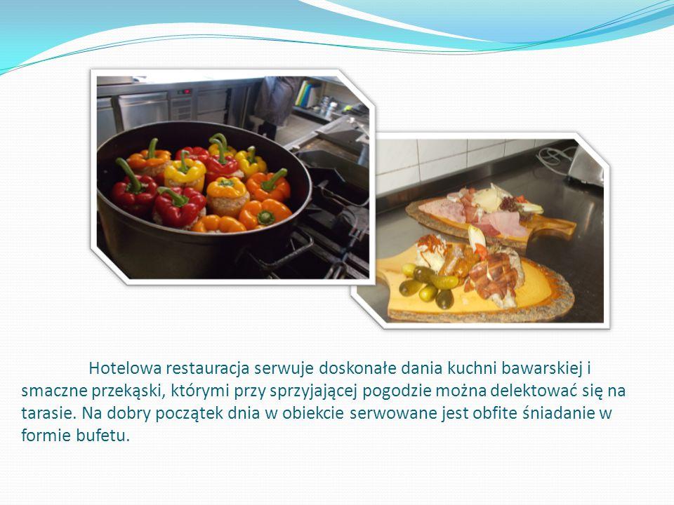 Hotelowa restauracja serwuje doskonałe dania kuchni bawarskiej i smaczne przekąski, którymi przy sprzyjającej pogodzie można delektować się na tarasie.