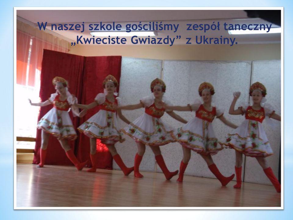"""W naszej szkole gościliśmy zespół taneczny """"Kwieciste Gwiazdy"""" z Ukrainy."""