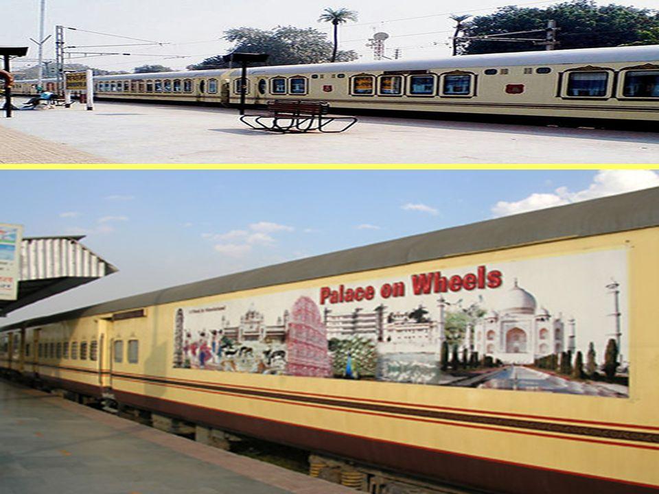 Palace on Wheels Ten luksusowy pociąg, uruchomiony w 1982 roku, przez osiem dni podróżuje przez Radżastan, zatrzymując się w najbardziej atrakcyjnych turystycznie miejscowościach.