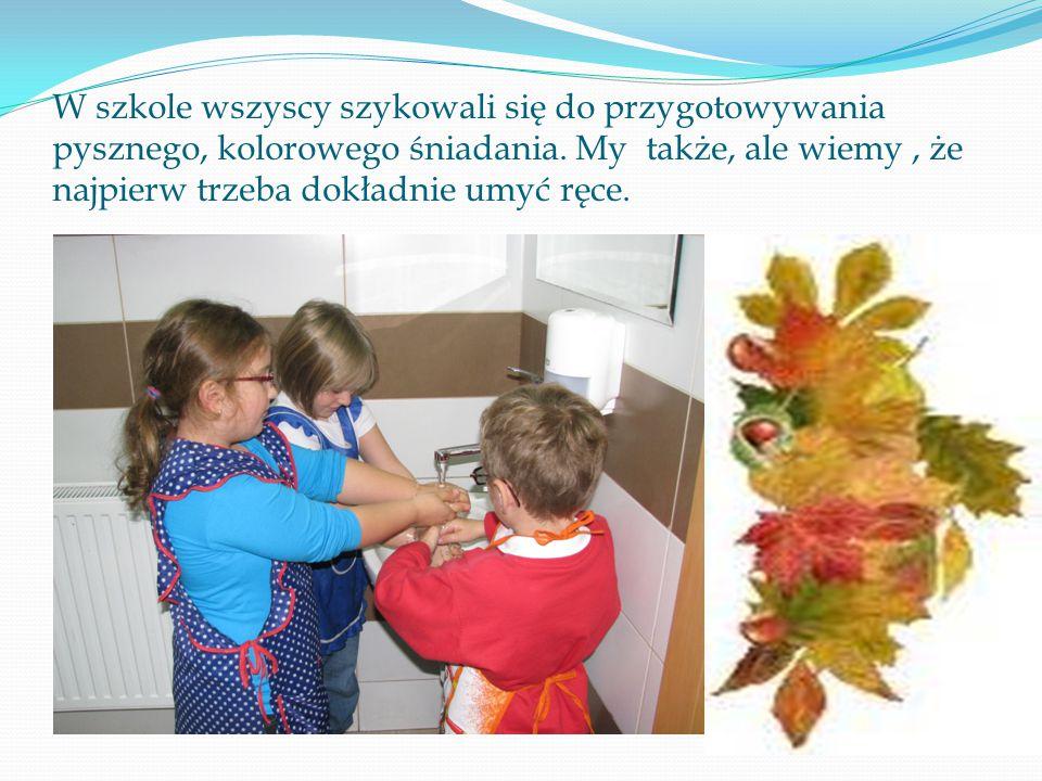 W szkole wszyscy szykowali się do przygotowywania pysznego, kolorowego śniadania.