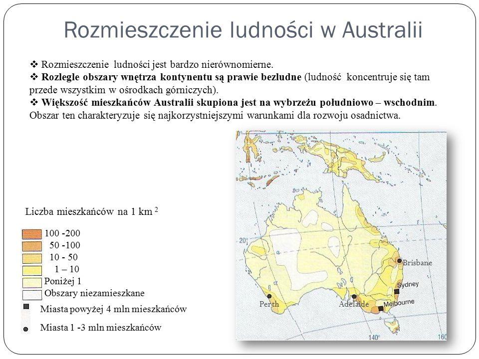 Rozmieszczenie ludności w Australii Liczba mieszkańców na 1 km 2 100 -200 50 -100 10 - 50 1 – 10 Poniżej 1 Obszary niezamieszkane Miasta powyżej 4 mln mieszkańców Miasta 1 -3 mln mieszkańców AdelaidePerth  Rozmieszczenie ludności jest bardzo nierównomierne.