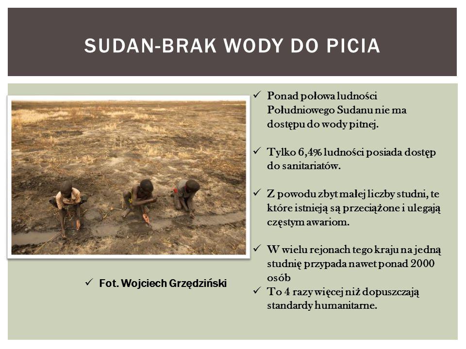 SUDAN-BRAK WODY DO PICIA Ponad po ł owa ludno ś ci Po ł udniowego Sudanu nie ma dost ę pu do wody pitnej. Tylko 6,4% ludno ś ci posiada dost ę p do sa