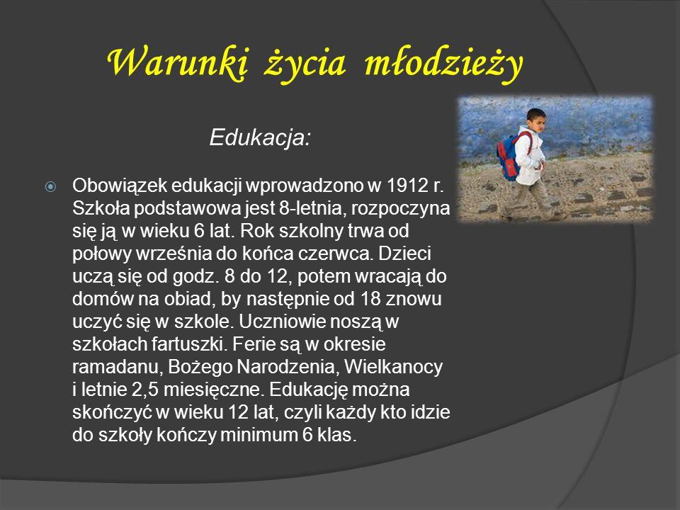 Warunki życia młodzieży Edukacja:  Obowiązek edukacji wprowadzono w 1912 r. Szkoła podstawowa jest 8-letnia, rozpoczyna się ją w wieku 6 lat. Rok szk