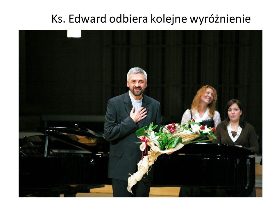 Ks. Edward odbiera kolejne wyróżnienie
