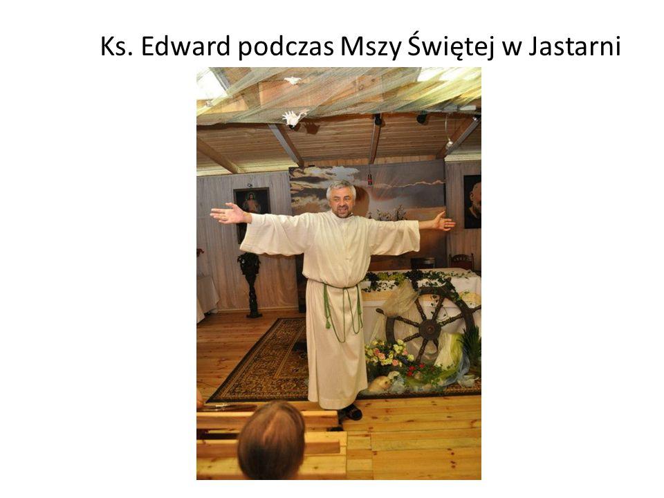 Ks. Edward podczas Mszy Świętej w Jastarni