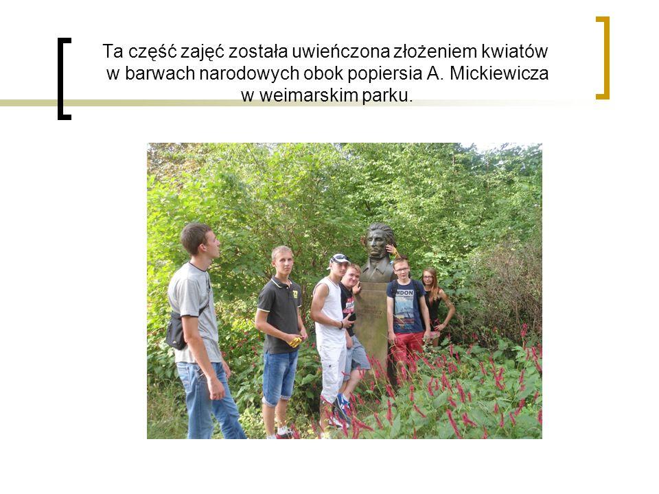 Ta część zajęć została uwieńczona złożeniem kwiatów w barwach narodowych obok popiersia A. Mickiewicza w weimarskim parku.