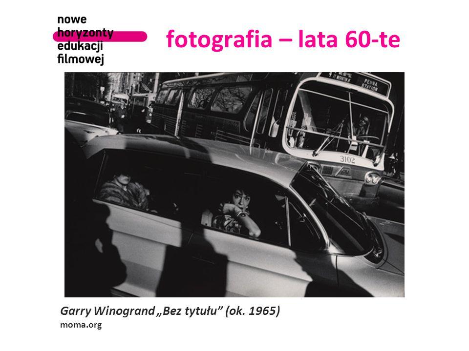 "fotografia – lata 60-te Garry Winogrand ""Bez tytułu (ok. 1965) moma.org"
