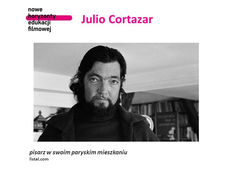 Julio Cortazar pisarz w swoim paryskim mieszkaniu listal.com