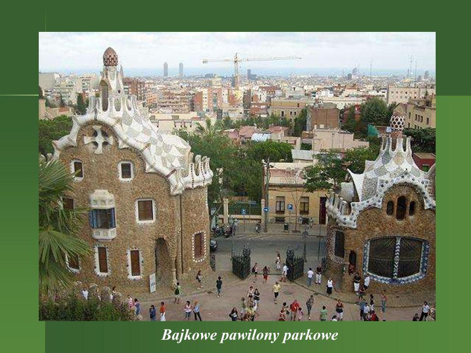 Ławka jako taras widokowy Malownicze miejsce w parku z widokiem na wyższy poziom wspaniałej architektury parkowej