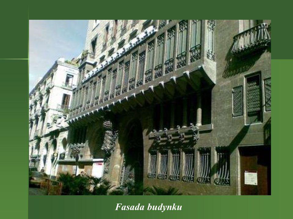 Palau Guell - to kolejna budowla w Barcelonie, zaprojektowana przez Gaudiego.