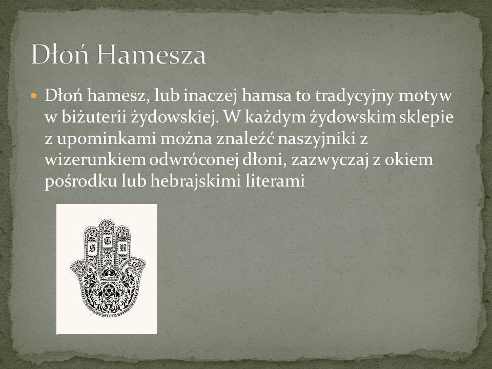 Dłoń hamesz, lub inaczej hamsa to tradycyjny motyw w biżuterii żydowskiej. W każdym żydowskim sklepie z upominkami można znaleźć naszyjniki z wizerunk