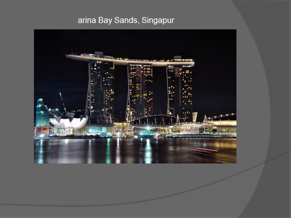 Luksusowy hotel tworzą trzy szklane 55-piętrowe wieżowce, na których wznosi się platforma przypominająca ogromną łódź.