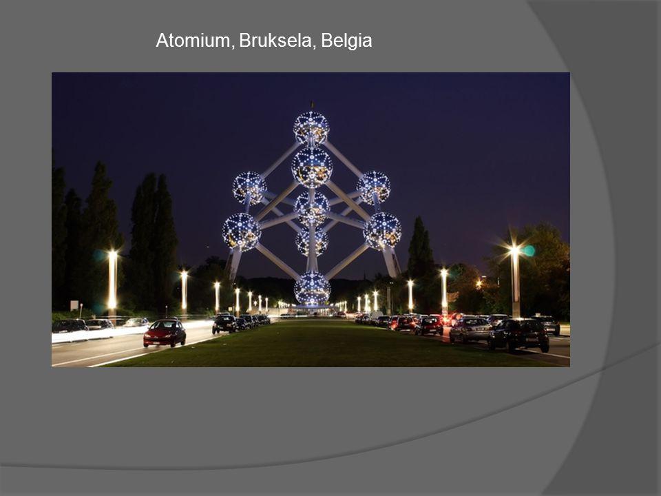 Ten monumentalny model kryształu żelaza, powiększony 165 miliardów razy ma 103 metry wysokości i waży 2400 ton.
