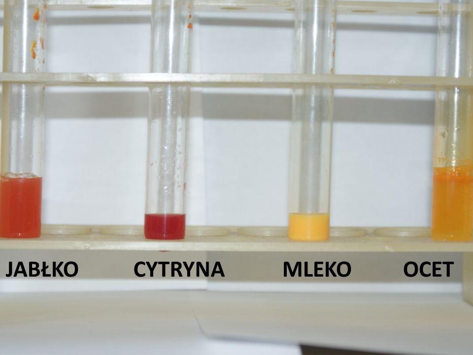 NAZWISKA CZŁONKÓW Jakub Bialik, Jakub Sapun Patryk Bedyński, Szymon Bzdyk RODZAJ WSKAŹNIKA BŁĘKIT TYMOLOWY NAZWA SUBSTANCJI KOLOR WSKAŹNIKA ODCZYN ROZTWORU WARTOŚĆ pH PŁYN DO MYCIA NACZYŃ PRZED żółty Słabo kwaśny 6 PO żółty OCET PRZED żółty kwaśny 4 PO pomarańczowy COCA- COLA PRZED żółty kwaśny 3 PO pomarańczowy WYBIELACZ PRZED żółty zasadowy 9 PO zielony