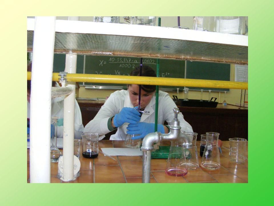 Zdają dwa egzaminy potwierdzające kwalifikacje zawodowe i uzyskują tytuł technika ochrony środowiska.