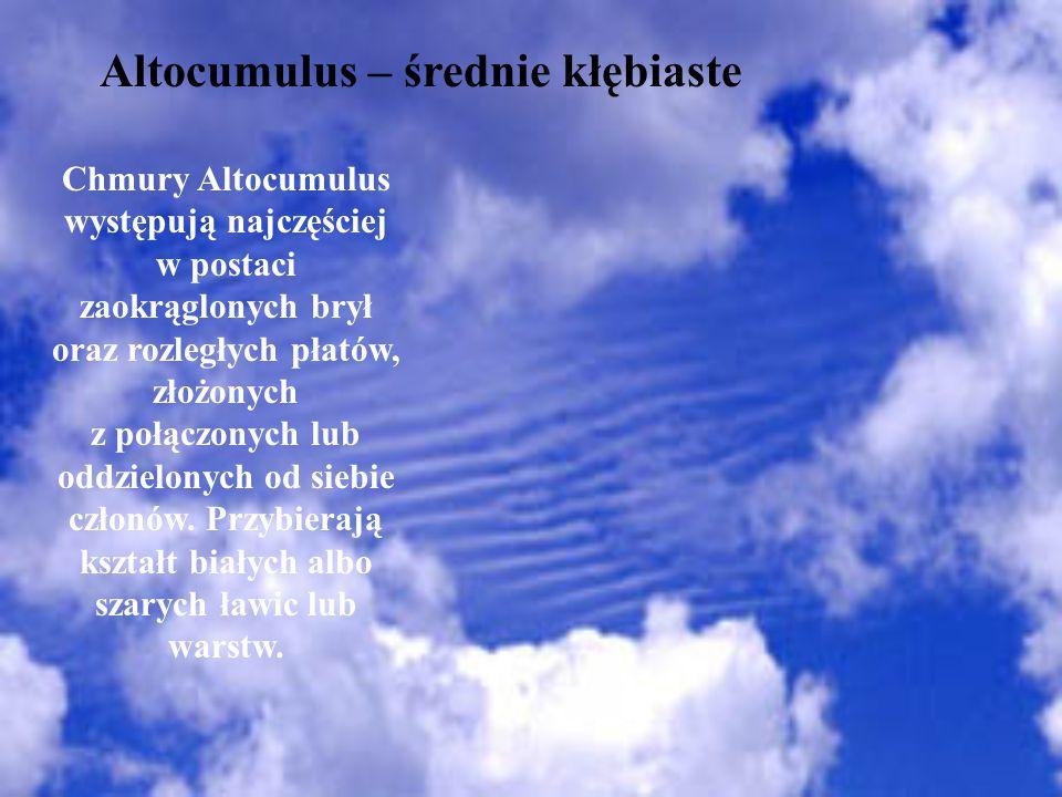 Altocumulus – średnie kłębiaste Chmury Altocumulus występują najczęściej w postaci zaokrąglonych brył oraz rozległych płatów, złożonych z połączonych