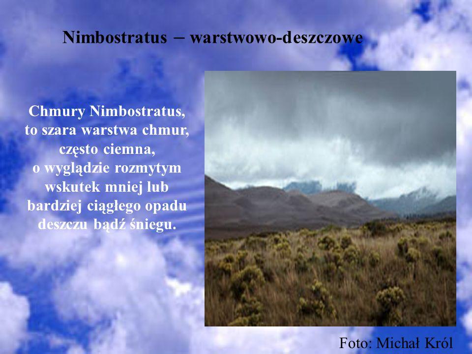 Nimbostratus – warstwowo-deszczowe Chmury Nimbostratus, to szara warstwa chmur, często ciemna, o wyglądzie rozmytym wskutek mniej lub bardziej ciągłeg